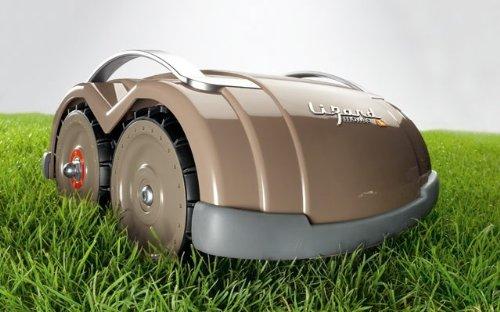 robot tondeuse lizard s14n et ses 4 roues motrices. Black Bedroom Furniture Sets. Home Design Ideas