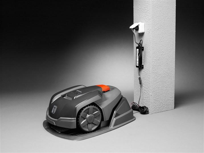 test du robot tondeuse nouvelle g n ration husqvarna automower 105. Black Bedroom Furniture Sets. Home Design Ideas