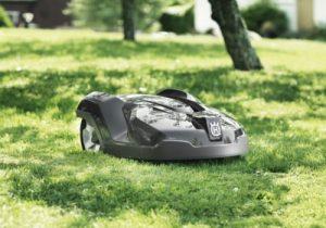 Robot tondeuse Husqvarna installé sur un terrain